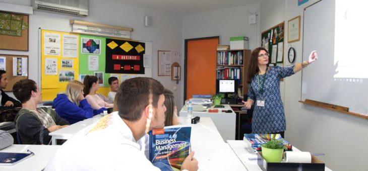 Στα «θρανία» του Pinewood American International School οι μικροπιστώσεις